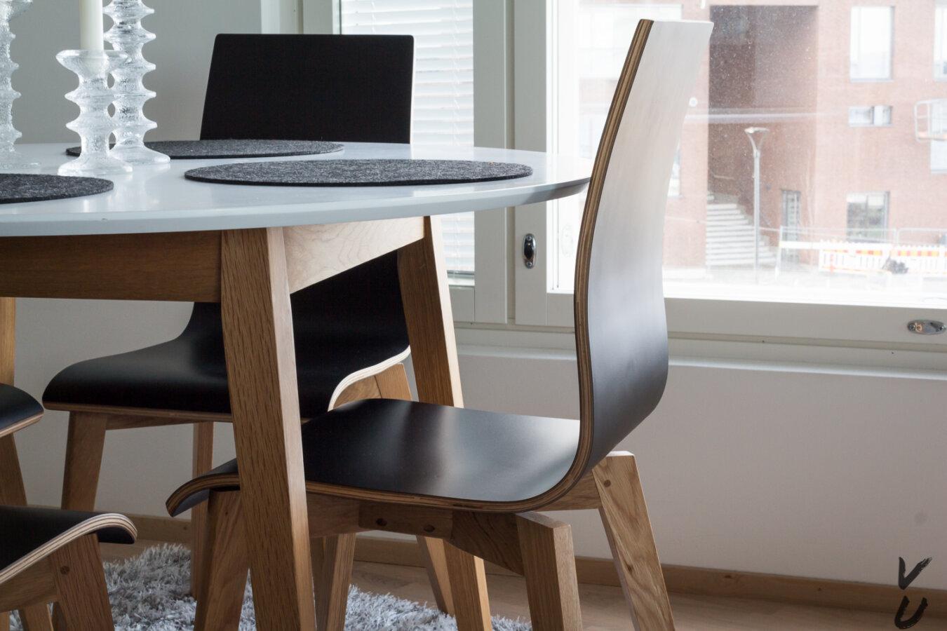 Ruokapöydän tuoli.